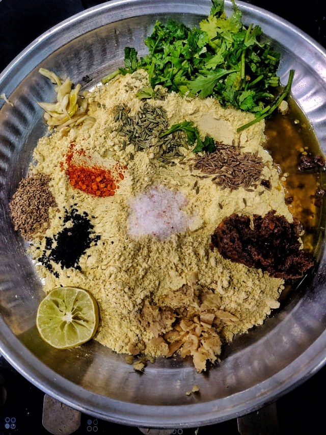 Add_all_the_spices_in_the_sattu_mix