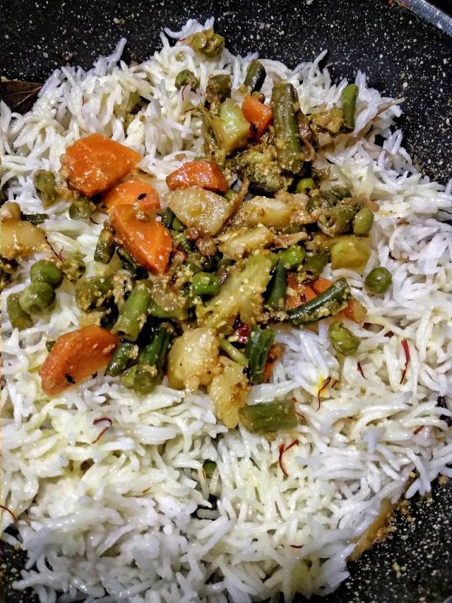 Layer_the_veggies_and_rice
