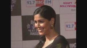 Hot Sakshi Tanwar in Open Back Black Blouse - YouTube[19-18-16]