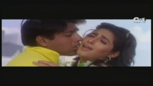 Twinkle's Sensuous Track - Halka Halka Dard Hai - International Khiladi _ HQ - YouTube(3)[12-41-22]