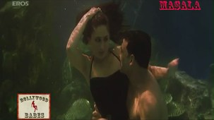 Kareena in a sexy black swimsuit_007