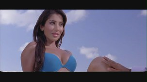 Sophie Choudary hot scene-Daddy Cool -[(001926)19-35-10]
