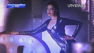 Sexiest Deepika Padukone exposes her curves!! - UTVSTARS HD - YouTube[(000178)19-50-36]