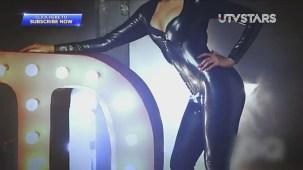 Sexiest Deepika Padukone exposes her curves!! - UTVSTARS HD - YouTube[(000678)19-51-10]