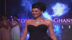 SUSHMITA SEN CLEAVAGE SHOW AT IIJW 2012 FOR BIRDICHAND GHANSHYAMDAS - YouTube[(003002)21-12-53]