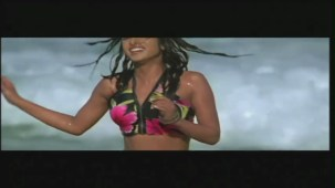 Priyanka Chopra hot in bikini Aitraaz - YouTube(2)[21-17-39]