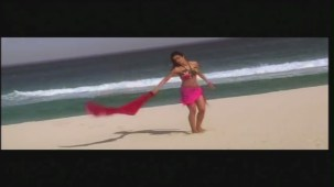 Priyanka Chopra hot in bikini Aitraaz - YouTube(2)[21-18-43]