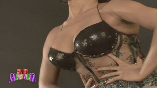 Sexiest Photoshoot Of Veena Malik!!! - YouTube(2)[(000148)20-09-47]