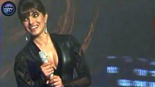 SHOCKING_ Priyanka Chopra shows CLEAVAGE - YouTube[(000148)19-20-18]