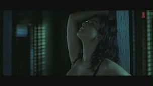 Yeh Jism Hai Toh Kya Song (Film Version) _ Randeep Hooda, Sunny Leone - YouTube[(000465)19-44-09]