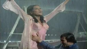 Bheegi Bheegi Raaton Mein - Sexy Bollywood Song - Rajesh Khanna - Ajanabee - YouTube(5)[(002180)20-23-34]