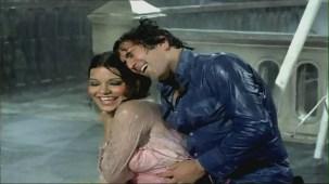 Bheegi Bheegi Raaton Mein - Sexy Bollywood Song - Rajesh Khanna - Ajanabee - YouTube(5)[(002378)20-19-25]