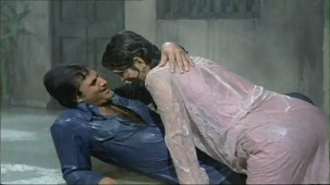 Bheegi Bheegi Raaton Mein - Sexy Bollywood Song - Rajesh Khanna - Ajanabee - YouTube(5)[(003069)20-20-03]