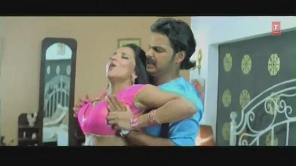 Cholia Mein Rasmalai-Censor Cut (Bhojpuri Hottest Video Song)Feat.Hot & Sexy Monalisa - YouTube[(001021)19-48-37]
