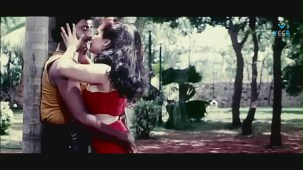 reshma-Back to Back Romantic Video Clip -1 - YouTube[(001005)19-56-48]