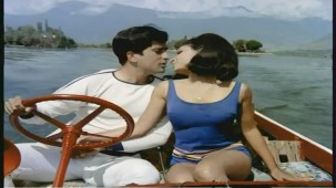 Mere Bechain Dil Ko Chain - Hindi Romantic Song - Aamne Saamne - YouTube(3)[(006620)21-36-04]