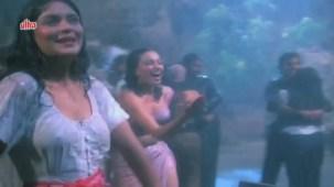 Zeenat Aman, Bandhan Kachchey Dhagon Ka Song - YouTube(4)[20-23-17]