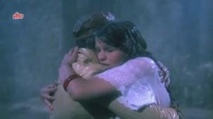Zeenat Aman, Bandhan Kachchey Dhagon Ka Song - YouTube(4)[20-26-45]