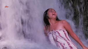 Mandakini Hot Bathing Scene - Jaal[20-49-52]