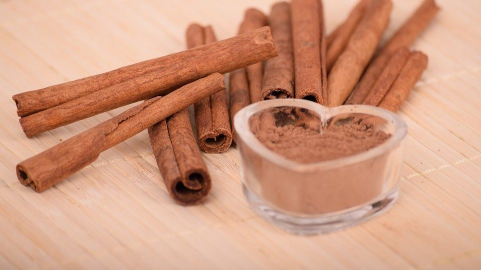 The health benefits of cinnamon (+ which kind to buy & how much to use!)
