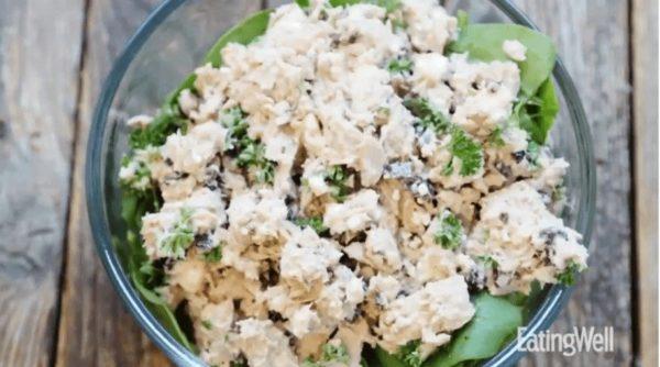 Healthy Eating at Work_Mediterranean Spinach and Tuna Salad