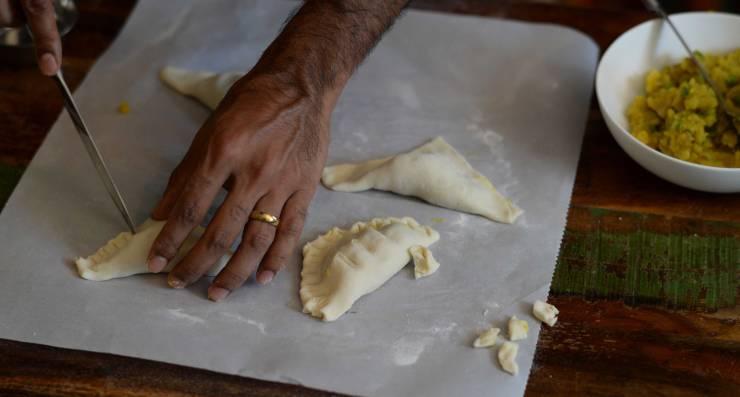 indian-vegetable-puffs-dough-technique-5