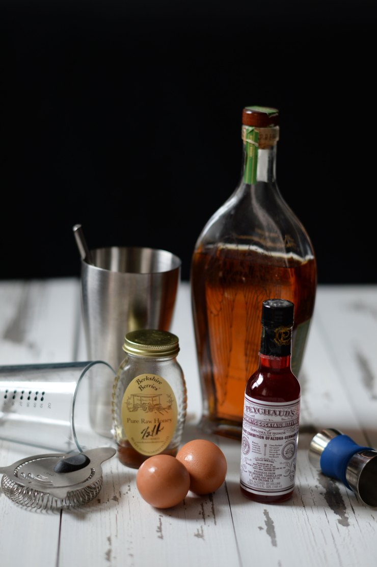 rye-whisky-sour-cocktail-ingredients