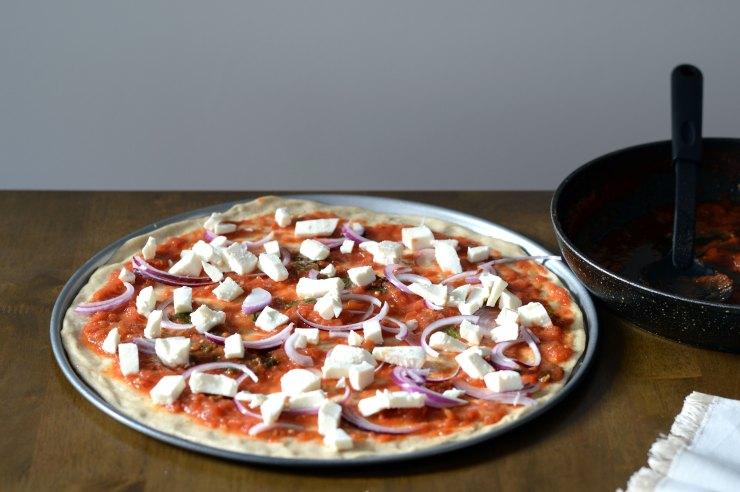 mozzarella-topping-pizza-home-made-recipe