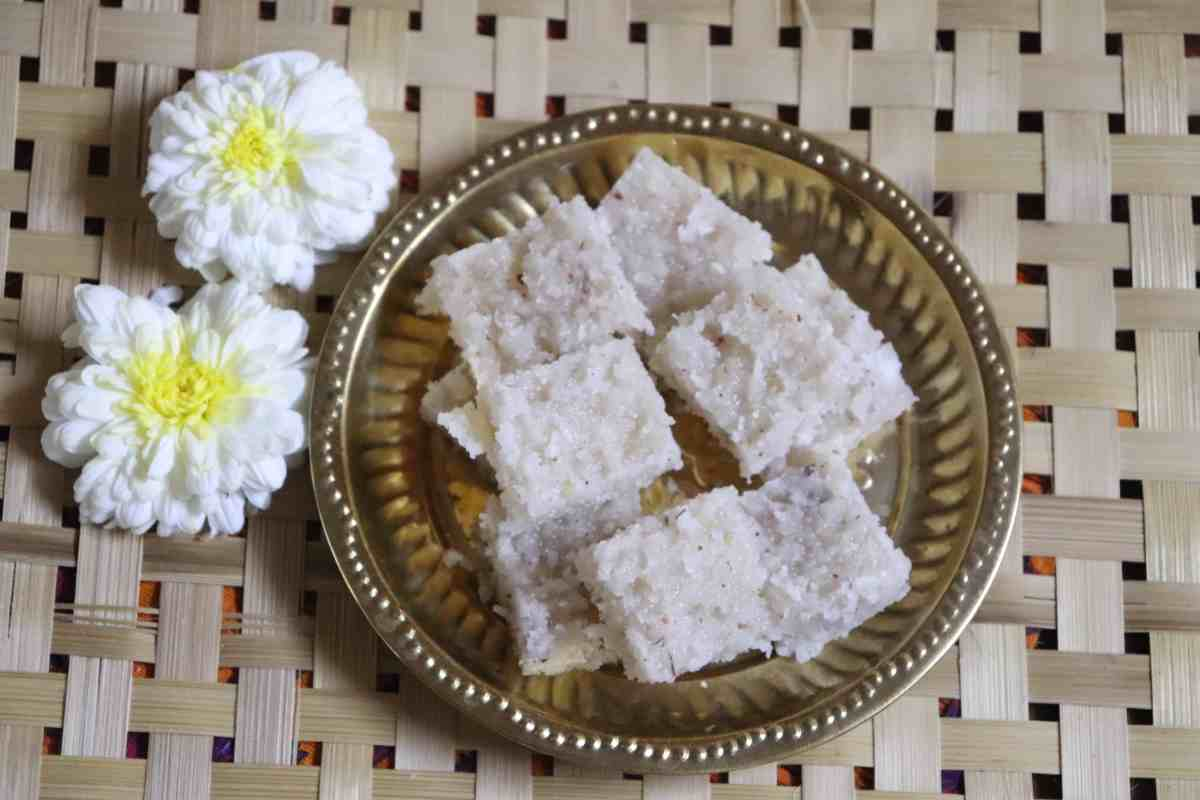 Nariyal Barfi Recipe, Thengai Burfi