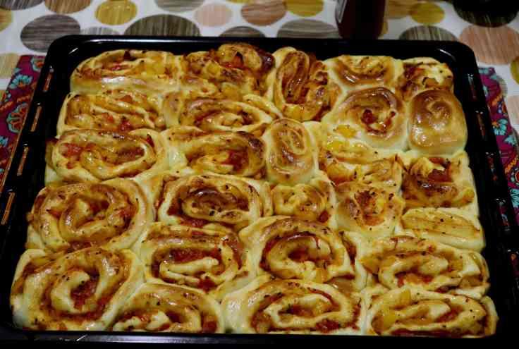 Pizza Pull Apart Rolls 1.jpg
