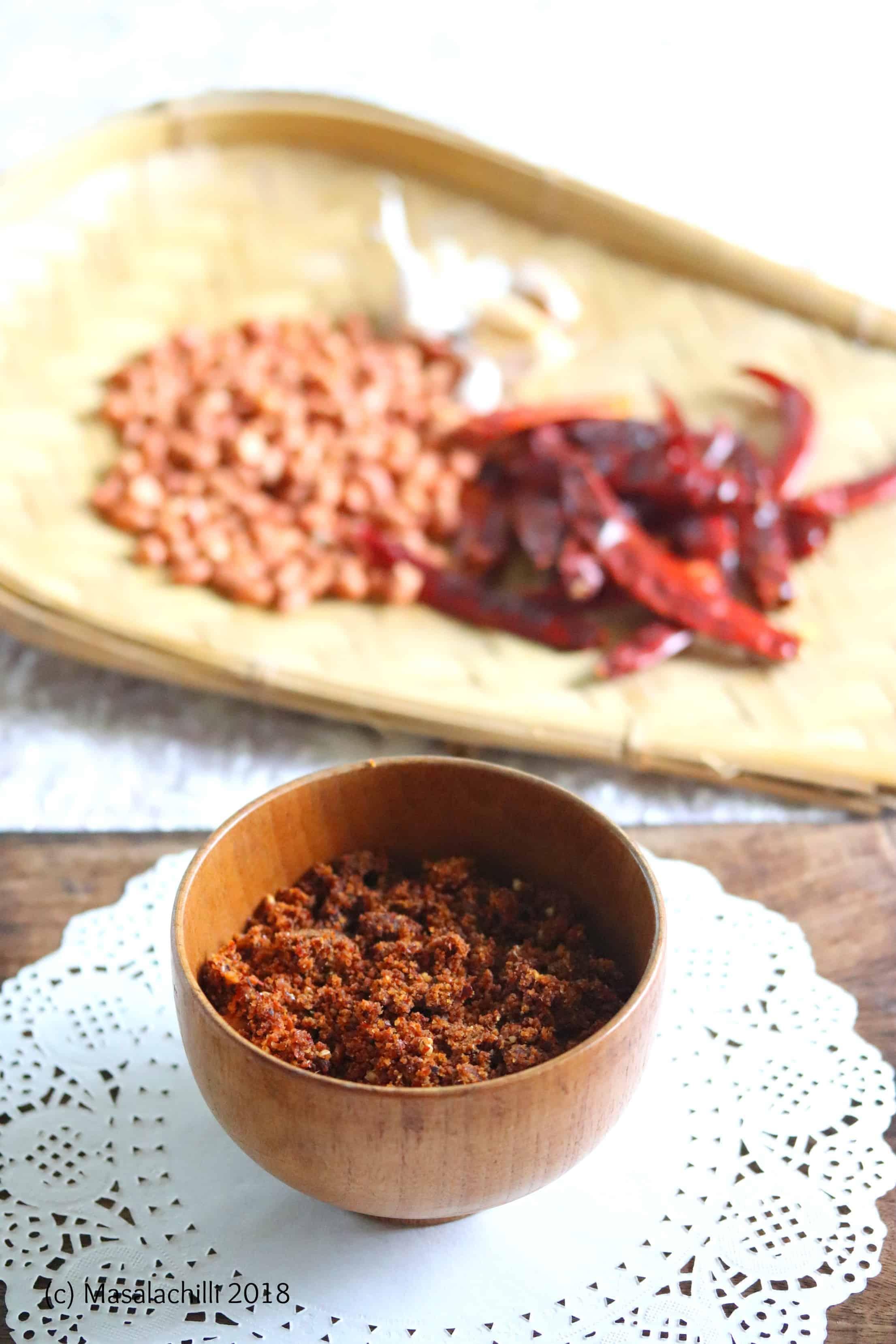 Shengdana ani Lasanachi Sukki Chutney / Maharashtrian Peanut Garlic Dry Chutney