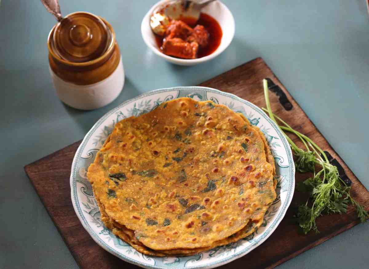 Whole Wheat Missi Roti Recipe with Methi leaves
