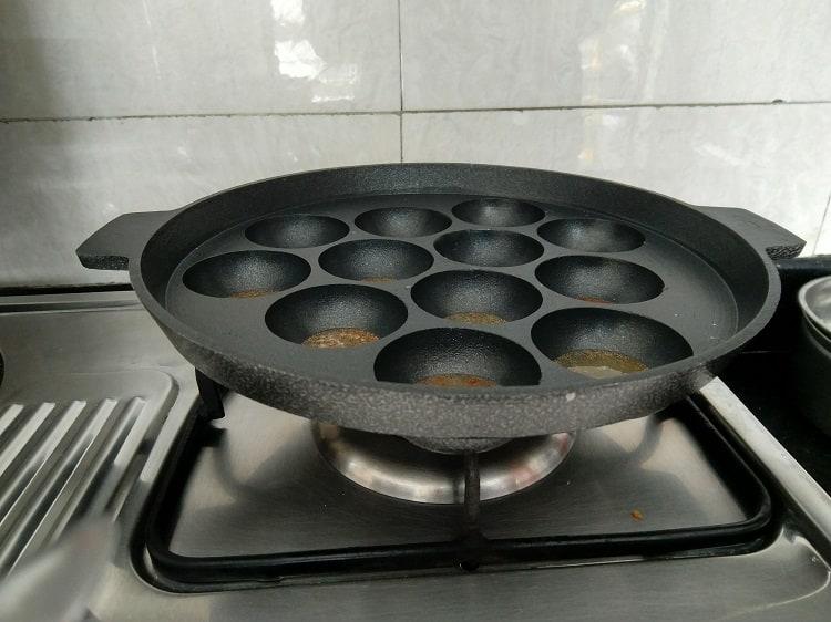 Heat Appakara for making Neyyappam