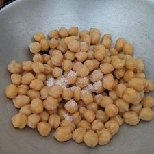 Cooked Chickpea with salt