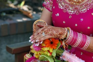 bigstock_Hands_Of_A_Indian_Bride_With_H_1690640
