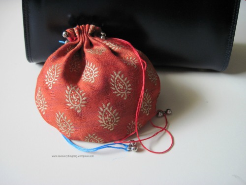 DIY: MAKE YOURSELF A BATWA PURSE