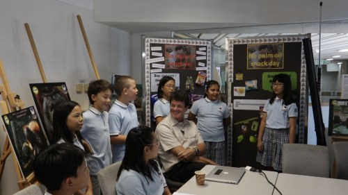 VSA Masarang Club students eagerly explaining to Willie about their 'No Palm Oil Day' Initiative at School.