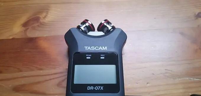 TASCAM レコーダー DR-07Xのマイク部分を中心に寄せた画像