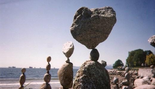 石を積むアート「ロックバランシングがすごい!」志賀島でやってみた