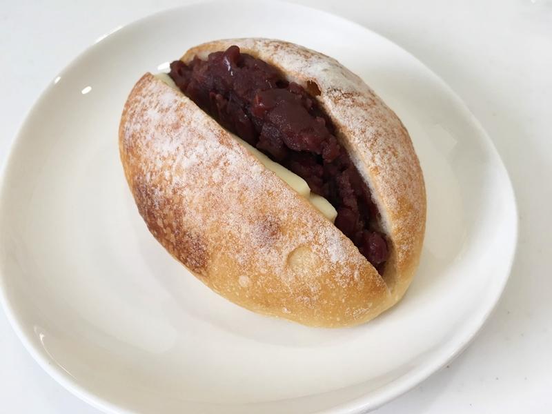 あんこが挟まれたパン