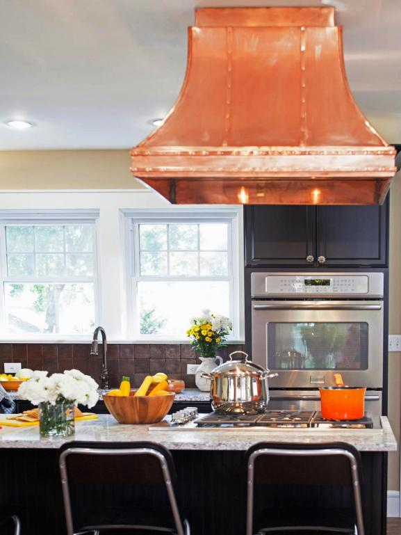 Menentukan Warna Cat Dapur Rumah - Black Kitchen Range Hood