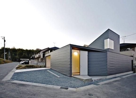 Tips Merenovasi Rumah Menjadi Type Minimalis - Contemporary-home-displaying-a-minimalist-design-in-japan