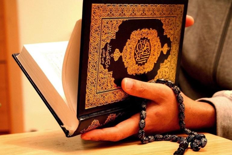 membaca dan menghafal Al quran