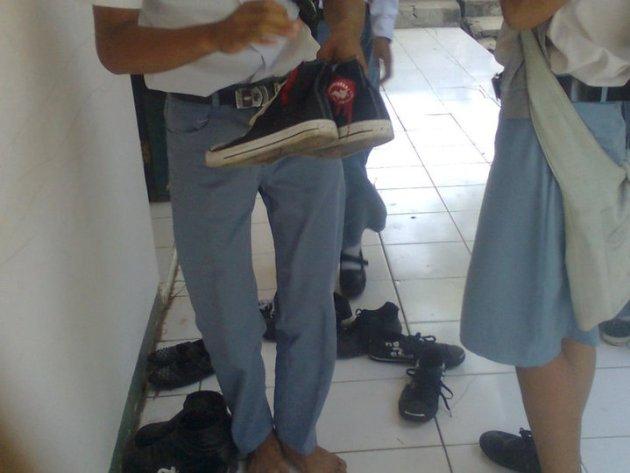 sepatu sekolah keren