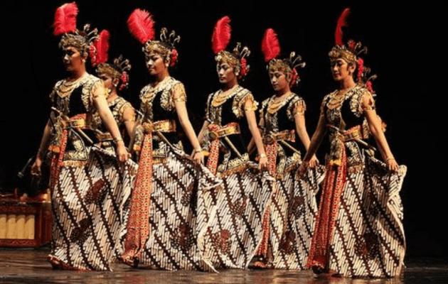 Macam-macam Tarian Daerah Tradisional Indonesia dan Penjelasannya Tarian Bedhaya Ketawang dari Jawa Tengah