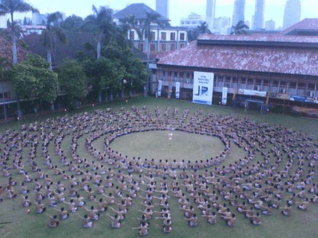 nama nama Tarian Daerah tradisional Indonesia dan Penjelasannya Tarian Kecak dari Provinsi Bali