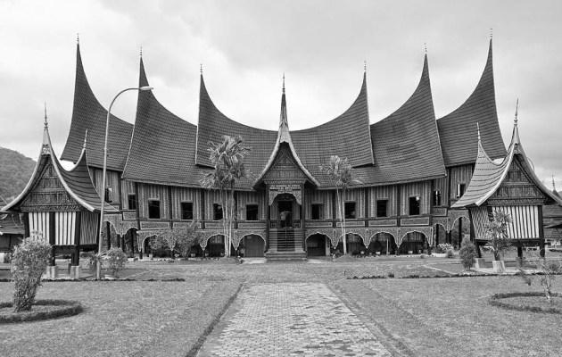 Filosofi Rumah Gadang (Rumah Adat Minagkabau) dalam falsafah hidup