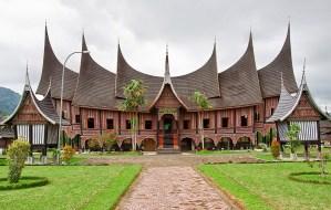 Rumah Adat Minangkabau Bagonjong (Rumah Gadang) Berserta Penjelasannya