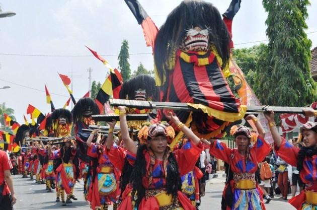 Kirab Seni Barongan Blora Jawa Tengah
