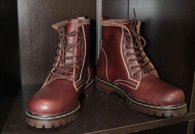 Cara merawat dan membersihkan sepatu kulit hindari udara lembab
